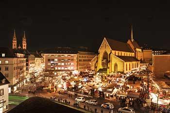 Der Basler Weihnachtsmarkt befindet sich mitten in der Basler Innenstadt. Foto (c) Basel Tourismus